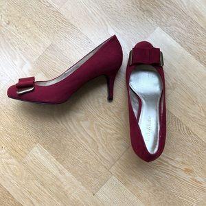 NIB Kelly & Katie Burgundy Bow Heels